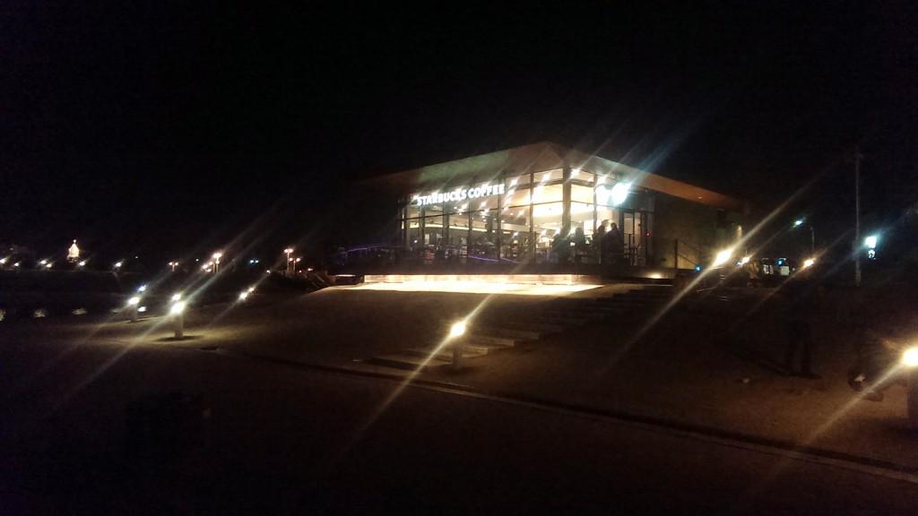 夜のスタバ富山環水公園店