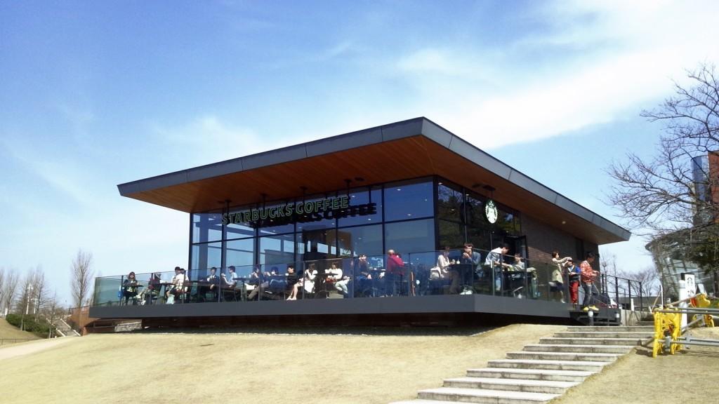 世界一美しいスタバ 富山環水公園店