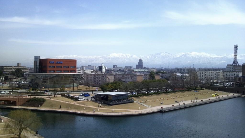 環水公園展望塔からスタバ・立山連峰